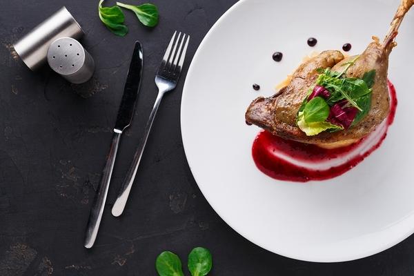 フレンチの肉料理の特徴と代表的料理を紹介。作り方も併せて解説